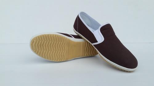 รองเท้าเพื่อสุขภาพสีโกโก้ Snowflakes